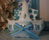 "7""x7"" Ceramic Bow Basket $14.50 Click here to BUY"